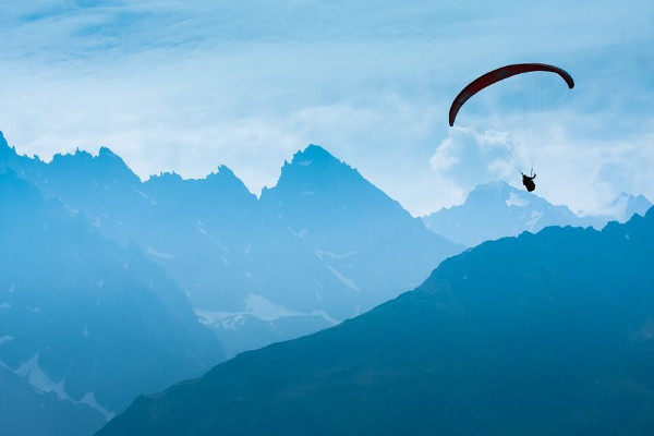 Image of parachutist - Diabetes Psychology